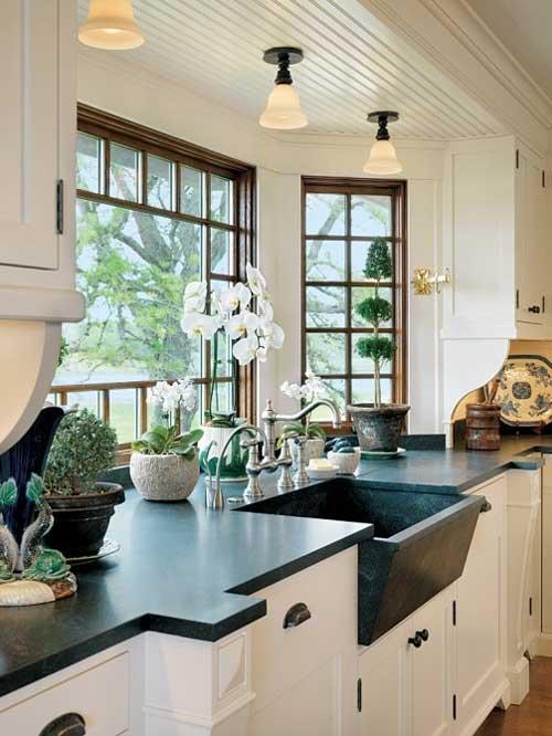 Раковина в окне. Эркер на кухне рабочая зона