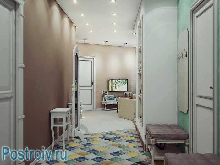 Разноцветная плитка на полу в прихожей. Фото