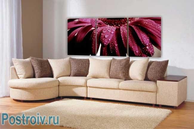 Изображение цветов на модульной картине. Фото