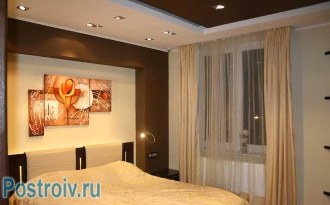 Модульная картина в интерьере спальни. Фото