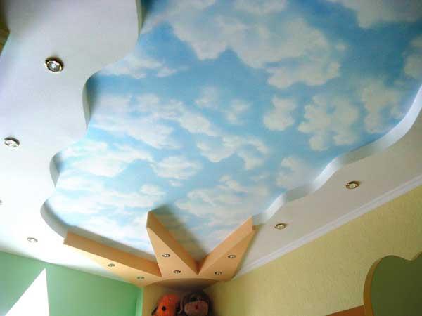 Дизайн детской комнаты 15, 16, 17 кв. м с натяжным потолком облака