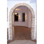 Межкомнатная арка отделанная камнем