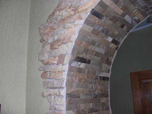 Отделка камнем арки в квартире