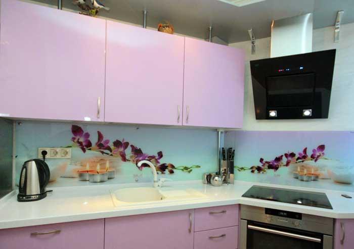 Красивый фартук скинали для розовой кухни. фото 4
