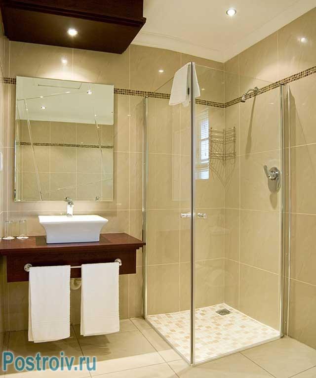 Дизайн ванной комнаты с квадратной душевой кабинкой