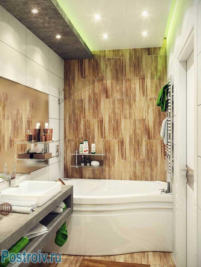Угловая ванна отлично вписывается в маленьком совмещенном санузле