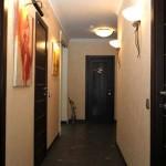 В нашей квартире узкий коридор
