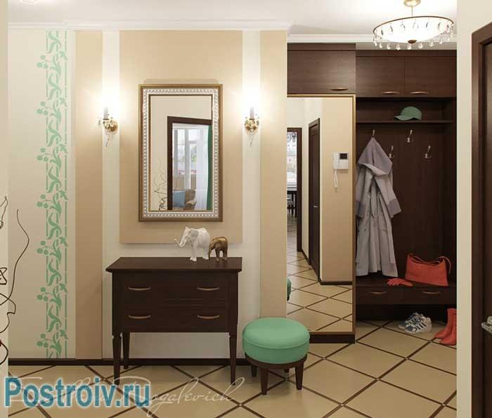 Светлая плитка в дизайне коридора. Фото
