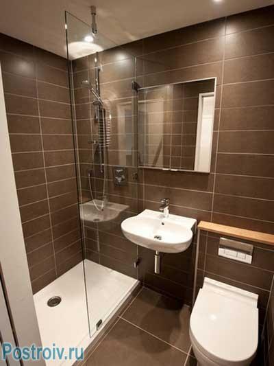 Ванная в хрущевке с душевой кабиной. Фото