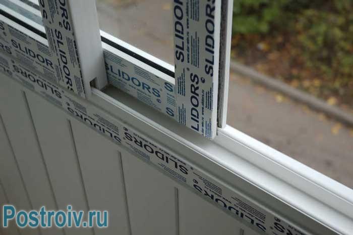 Утепленный балкон с алюминиевыми окнами - Фото