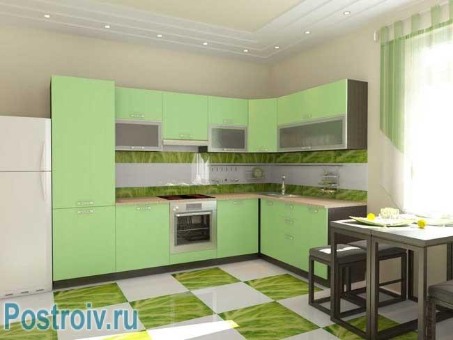 Зеленая плитка на полу. Фото