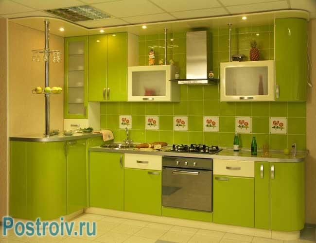 Дизайн кухни в зеленом цвете. Фото