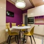 Планировка кухни 8 кв. м. с круглым столом в центре. Фото