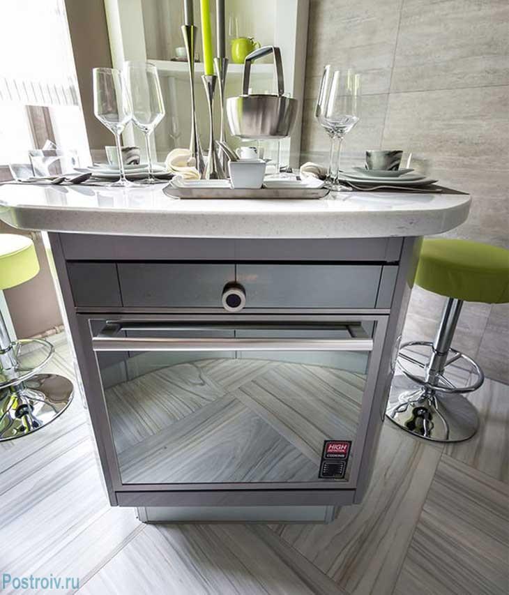 Встроенный духовой шкаф в кухонный остров. Фото