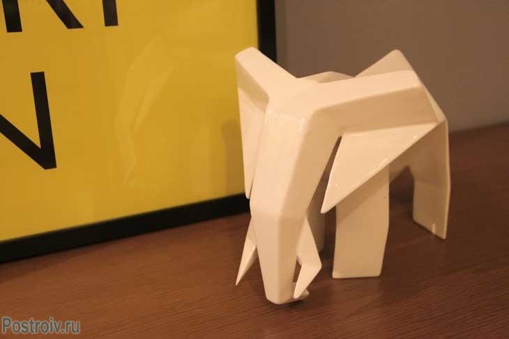 Декоративный столик в виде слона в стиле оригами - Фото