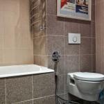 Красивая и современная отделка ванной комнаты керамогранитом