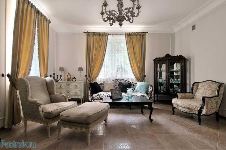 классический французский стиль в интерьере гостиной. Фото