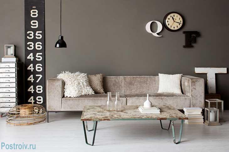 Серые стены в квартире в стиле лофт. Фото