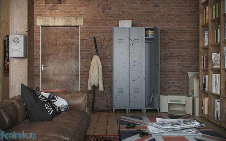 Металлический шкаф для одежды. Фото