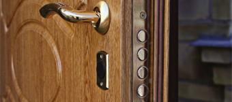 Выбираем входную дверь в квартиру: основные критерии подбора металлической двери, советы профессионалов