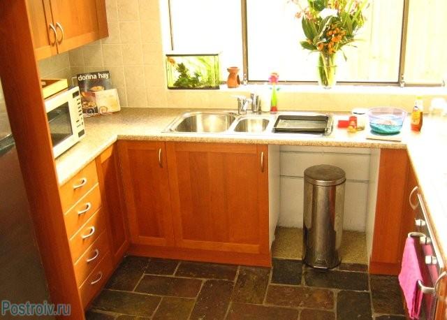 Раковина на кухонном подоконнике - Фото 10