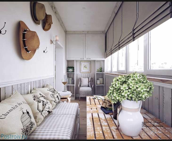 Балкон, отделанный в стиле прованс. Фото