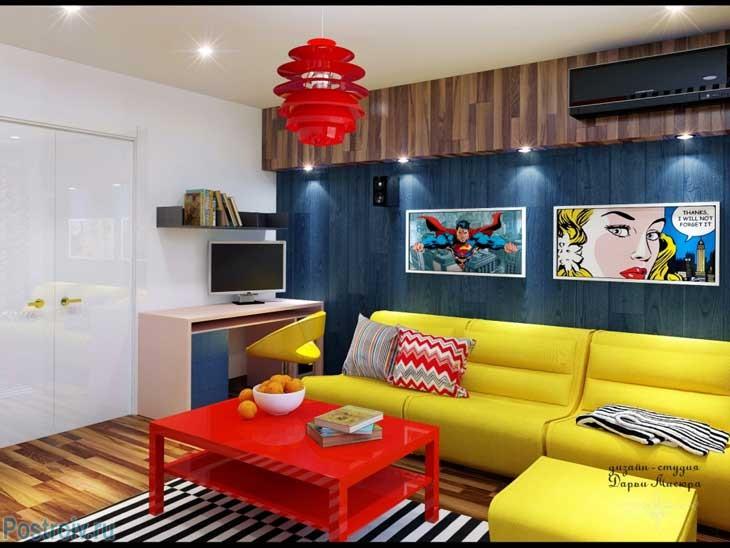 Черно-белый коврик в сочетании с синей стеной в гостиной. Фото