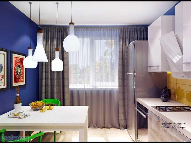Синие стены и коричневые шторы на кухне. Фото кухни в стиле фьюжн
