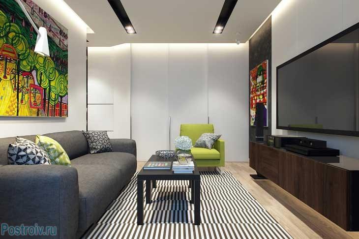 Ковер с черными и белыми полосками в современной гостиной. Фото
