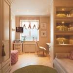 Светлая розовая детская комната в английском стиле. Фото