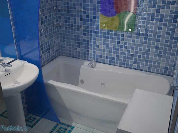Стеновые панели, похожие на мозаику в ванной. Фото