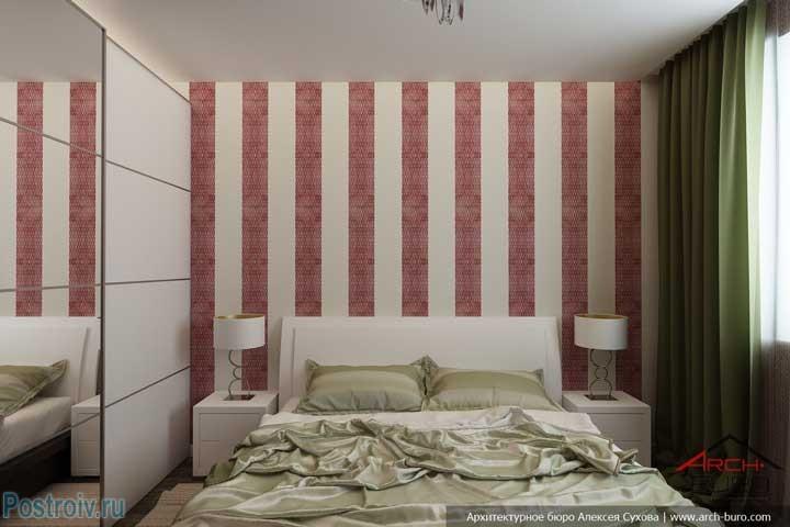 Интерьер спальни с обоями в красную и белую полоску. Фото