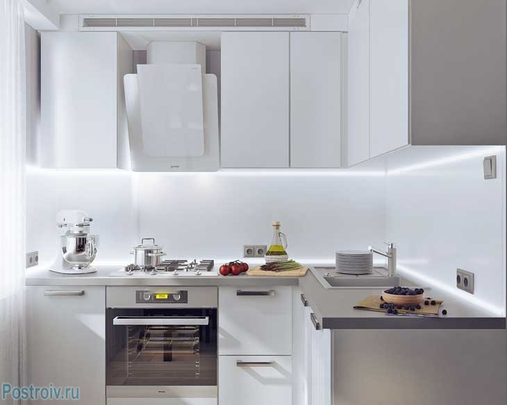 Угловая кухня с глянцевыми фасадами - Фото