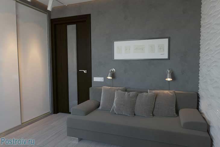 Дизайн спальни с декоративным оформлением стен - Фото