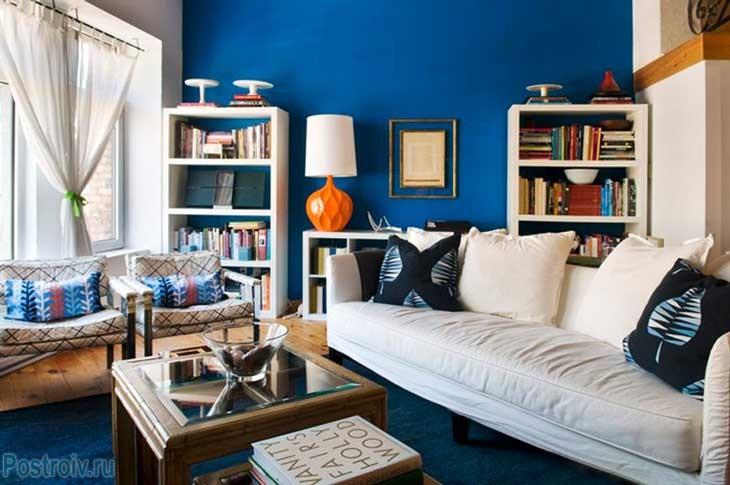 Насыщенный синий модный цвет 2015 года. Фото