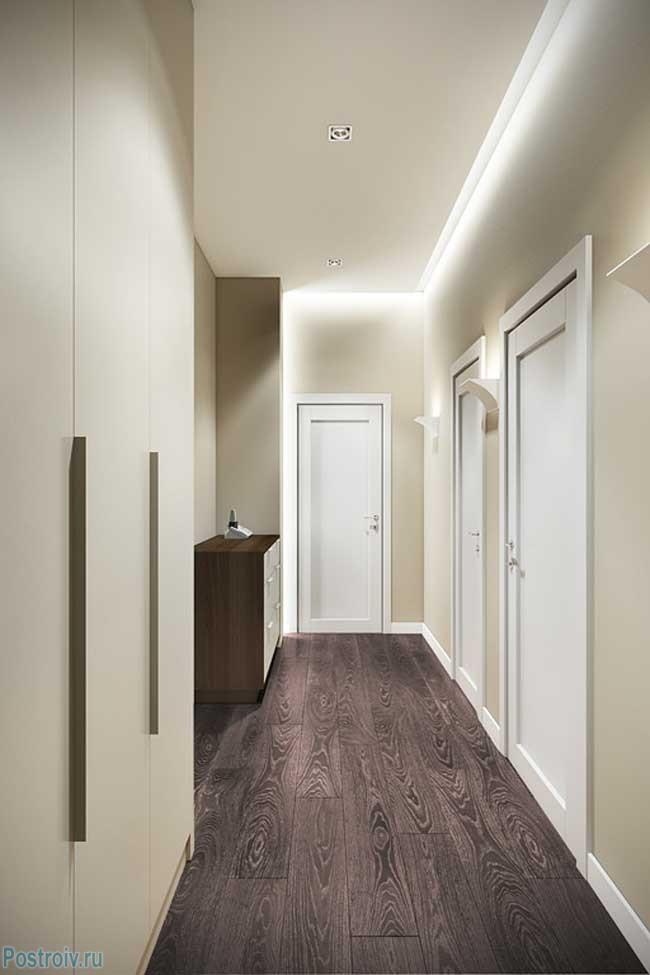Дизайн узкого светлого коридора - Фото