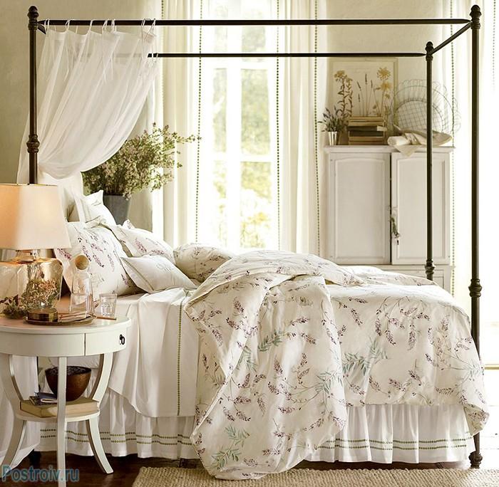Спальня в стиле прованс с балдахином. Фото
