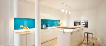 Кухня в бирюзовых тонах: советы по оформлению интерьера 50 фото