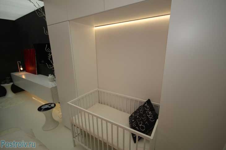 Ниша с кроваткой для ребенка. Фото