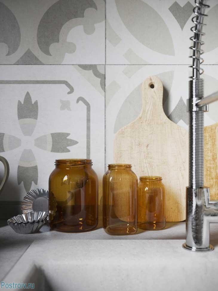Плитка на кухонном фартуке. Фото