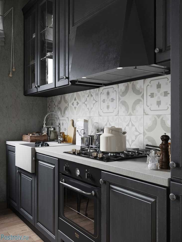 Черный гарнитур на кухне. Фото