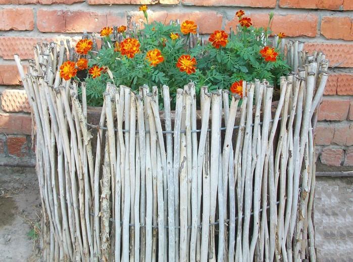 Плетень-ограда-для-клумбы
