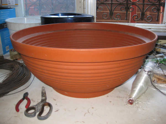 форма-для-цветочного-горшка-560x420