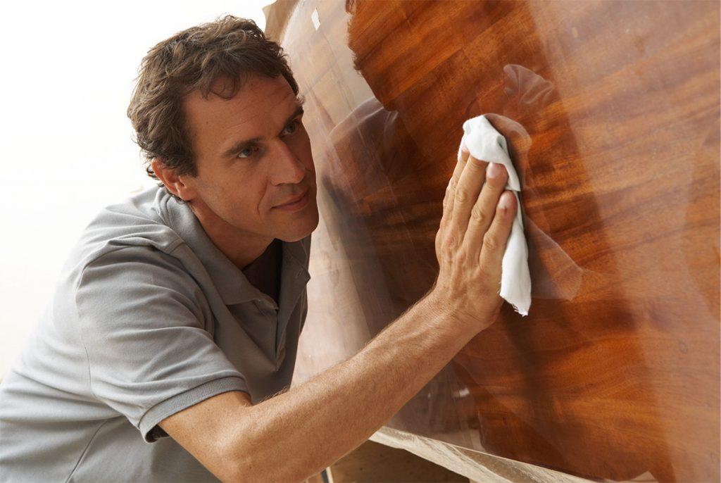 Как ухаживать за деревянной мебелью 3