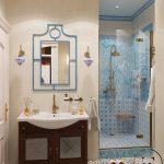 Дизайн большой ванной с душем в стиле кантри
