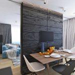 Кухня и гостиная, разделенные легкой перегородкой