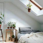 Скандинавская спальня в мансарде