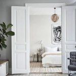 Спальня в скандинавском стиле с элементами классического стиля