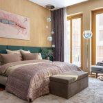 Картина в спальне в классическом стиле