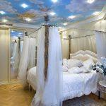 потолок спальни классического стиля